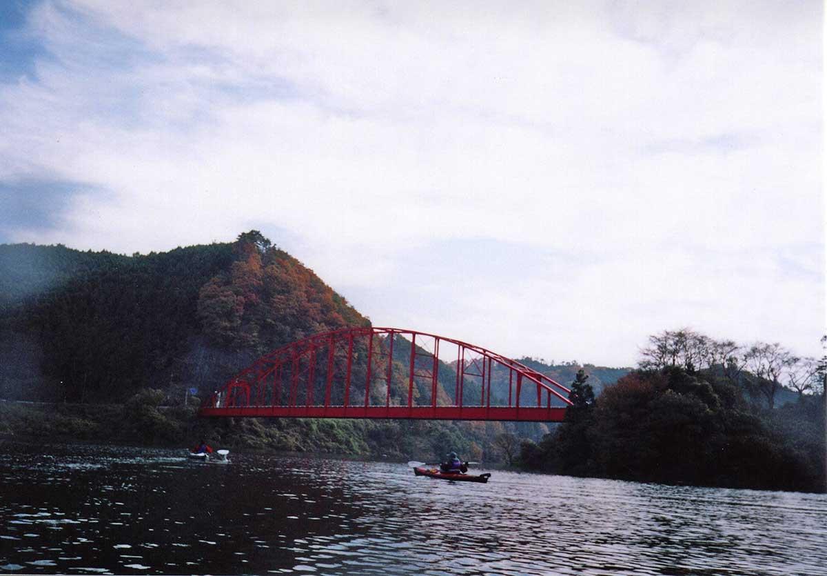 Red Bridge over Shorenji Lake / 青蓮寺湖にかかる赤い弁天橋