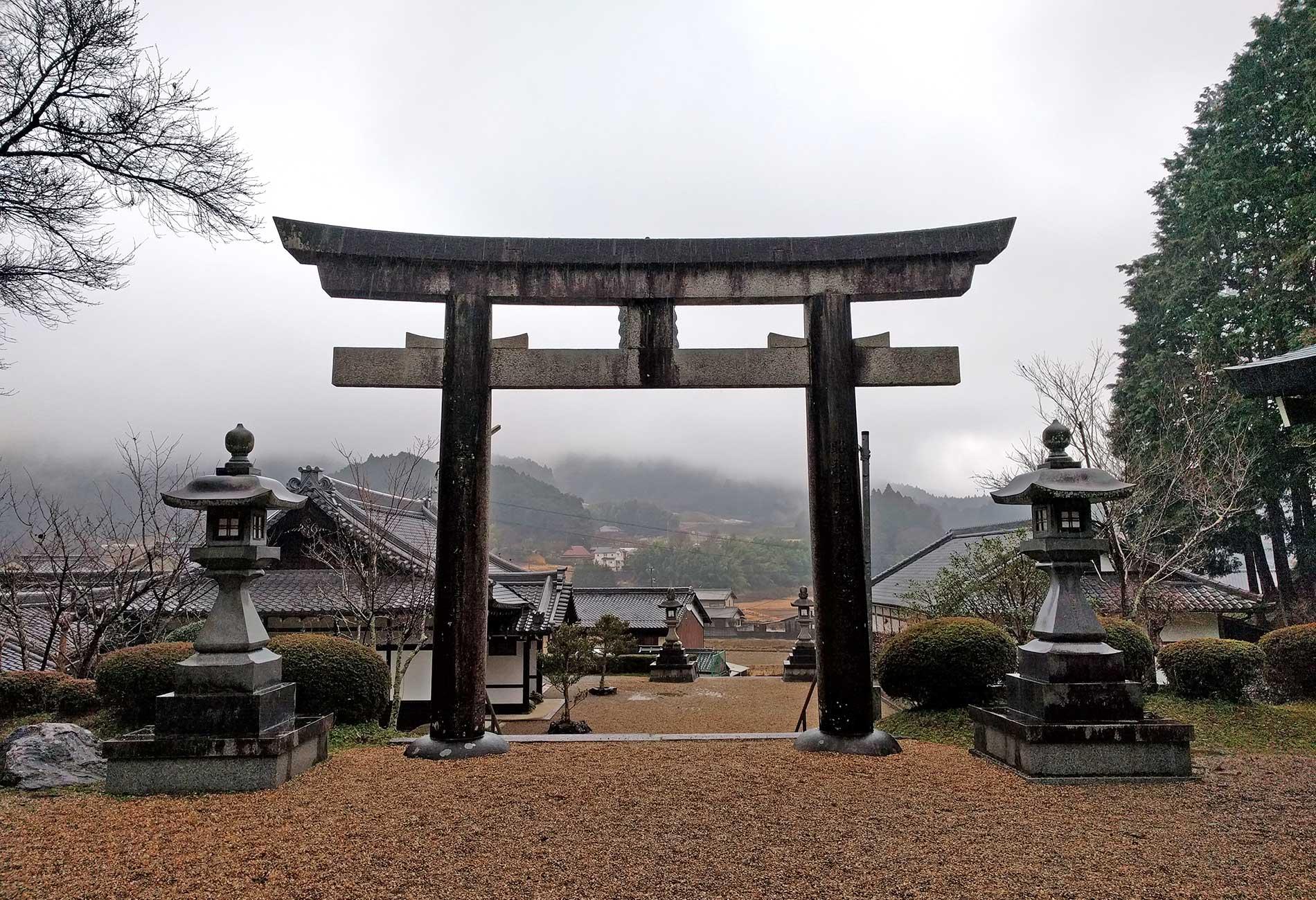 Torii at Yatagarasu Shrine / 八咫烏神社